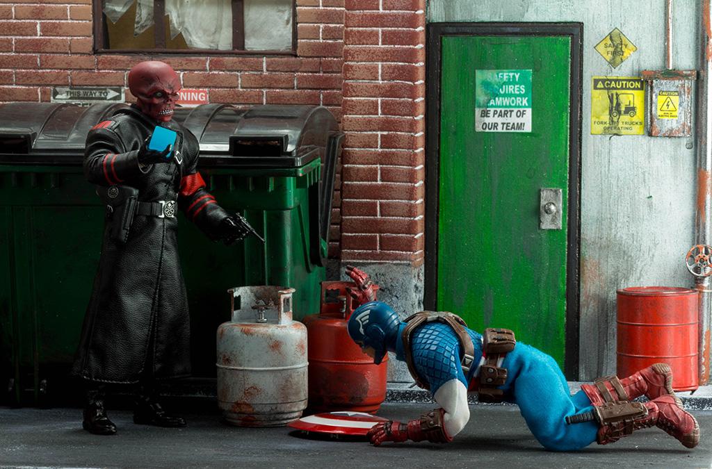 Mezco Red Skull